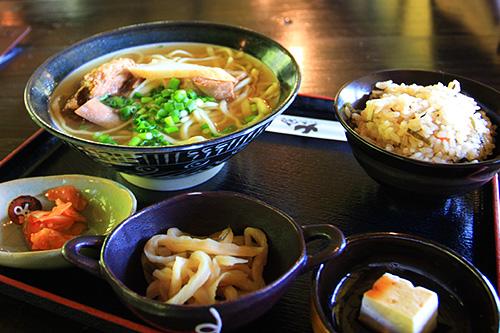日本沖繩租車自助行~第一天中餐